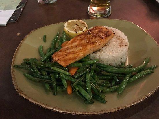 Casey's Bar & Grill: Salmon