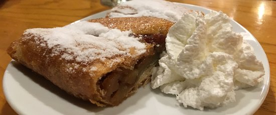 Alpenrose Restaurant: Apple Strudel