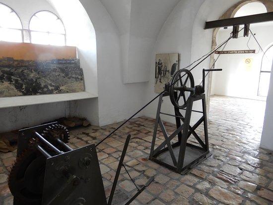 Mount Zion Hotel: mecanisme d'ou partait le cable de ravitaillement de la vielle ville