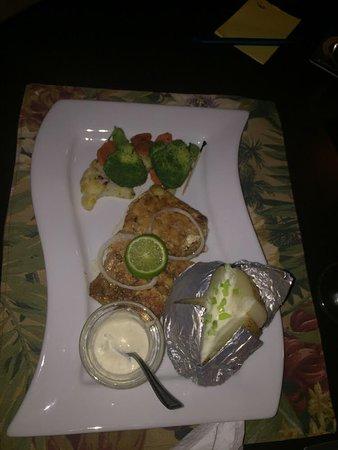 Bon Accord, โตเบโก: Grilled Mahi Mahi with vegetables and baked potato
