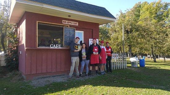Modena, NY: Cafe and Crew Fresh Baked Cider Donuts
