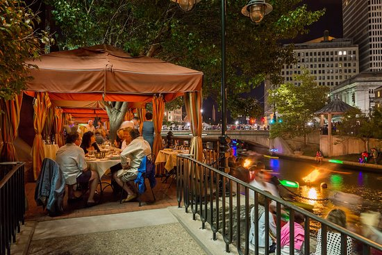 Cafe Nuovo Outdoor Dining Along The Riverwalk Picture Of Cafe Nuovo Providence Tripadvisor