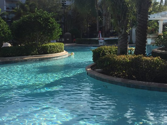 Marriott's Lakeshore Reserve : Beautiful pool and gardens