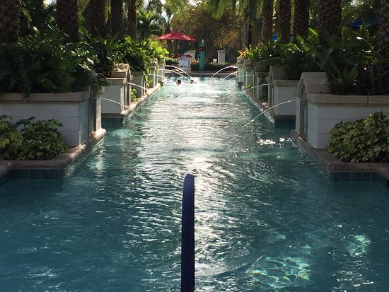 Marriott's Lakeshore Reserve : Fountains in the swimming pool