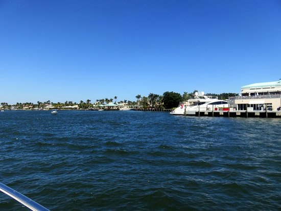 Intracoastal Waterway : boats tied up along one of the many restaurants