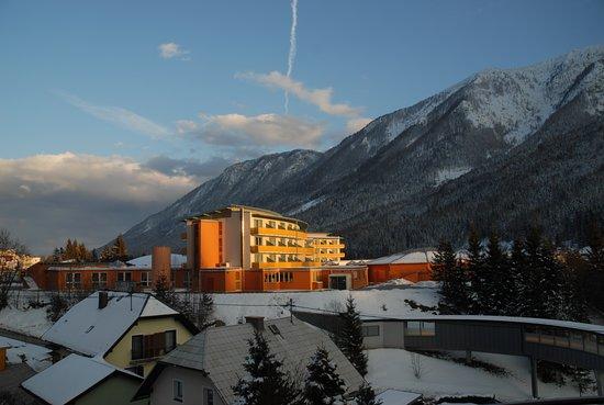 Bad Bleiberg, Austria: Haupthaus in der Abendsonne