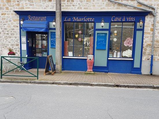 Bourron-Marlotte, France: façade