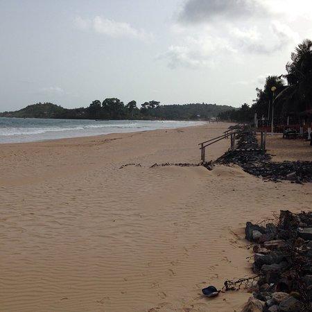 Busua, Gana: Hotelanlage und direkter Strandabschnitt