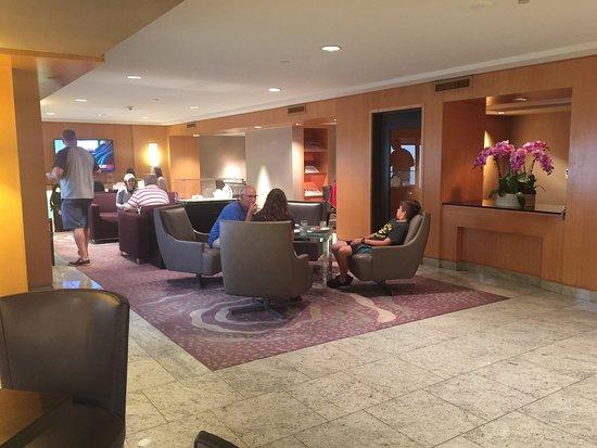 Hilton Los Angeles Airport: Executive Lounge