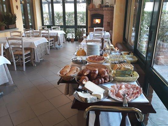 Narzole, Italia: Colazione in veranda