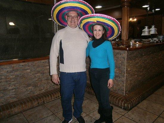 La Venganza De Malinche - Zona de Juan Llorens  Con los sombreros típicos  Mexicanos. 0a9837f599a