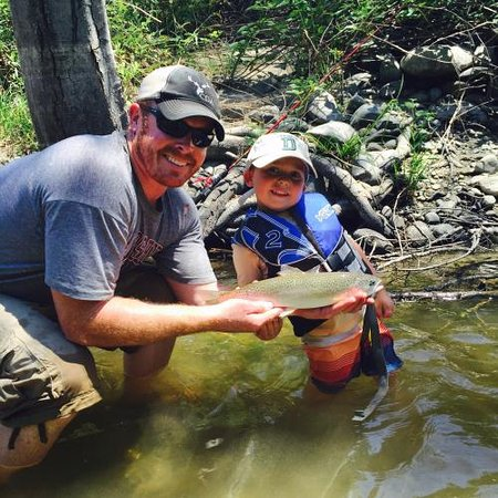 Coffee Creek Ranch: Fishing in the Creek