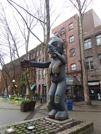 Pioneer Square: Occidental Square