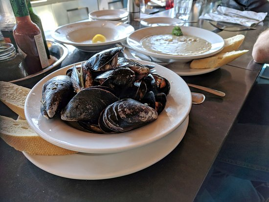 Gibsons, Canada: Mussels & Clam Chowder
