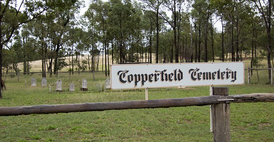 Clermont, Australia: old cemetery is down the road from chiminey