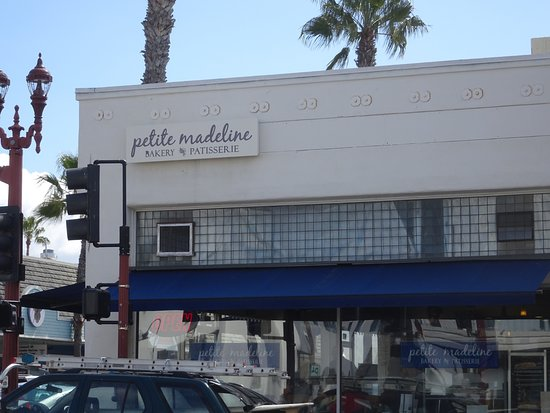 Petite Madeline Bakery: Hard to miss