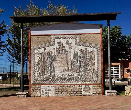 Villar de Mazarife, Spanyol: coming into town