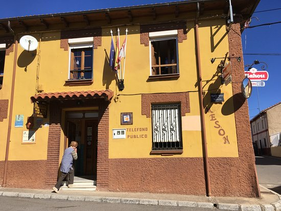 Villar de Mazarife, Spanyol: Front of lodging