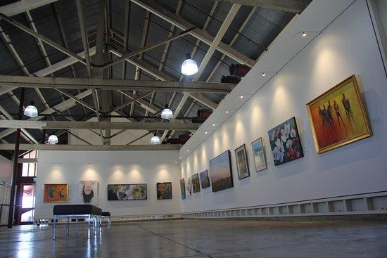 Esk, Australie : Inside the Somerset Regional Art Gallery - The Condensery. Exhibits change regularly