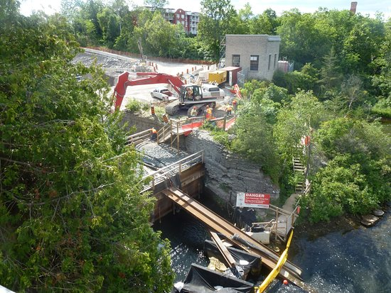 Ranney Gorge Suspension Bridge: Construction Work At The Generating Station Beside The Bridge