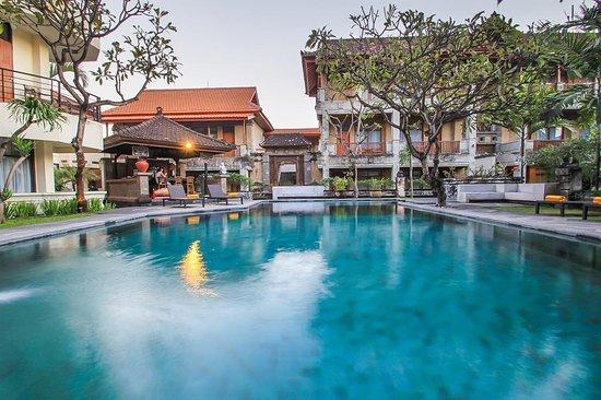 Fourteen Roses Hotel: Swimming Pool