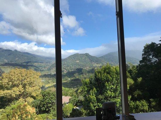 La Montana y el Valle Coffee Estate Inn: Eating or just appreciate the astonishing view?