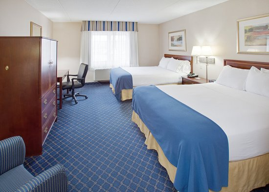 Holiday Inn Express Des Moines/Drake University: Guest room