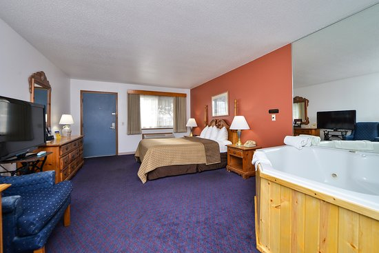 AmeriVU Bluffview Inn & Suites: DELUXE JETTED WHIRLPOOL SUITES