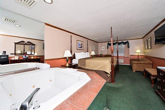 AmeriVU Bluffview Inn & Suites: THEME LUXURY WHIRLPOOL SUITES