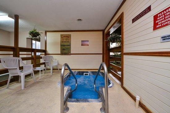 AmeriVU Bluffview Inn & Suites: INDOOR WHIRLPOOL