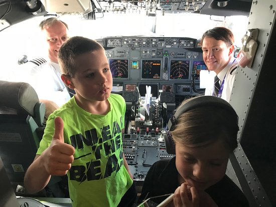 Friendly pilots! - Picture of Frontier Airlines - TripAdvisor