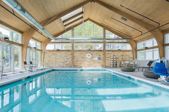 Burr Ridge, IL: Pool