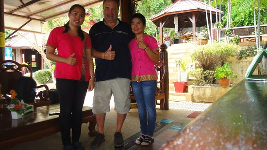 Searine Samui Boutique Resort : Happy Guest form Germany with the lovely Staff