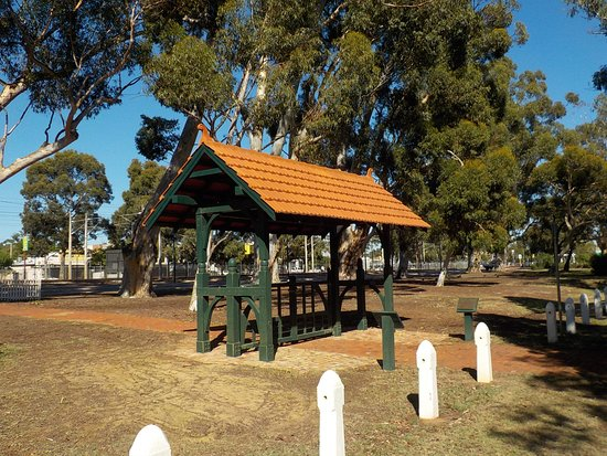 Guildford, Australia: Shelter by church