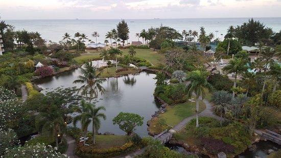 Hyatt Regency Saipan: View of Gournds and Ocean