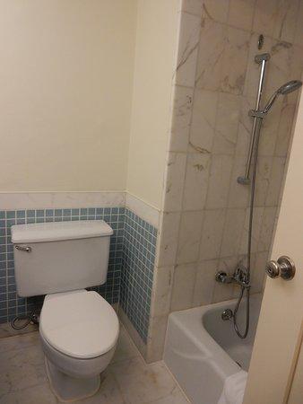 Hyatt Regency Saipan: Toilet and Shower
