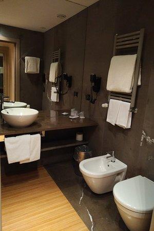 The Hub Hotel : IMG_20180404_2024140_large.jpg