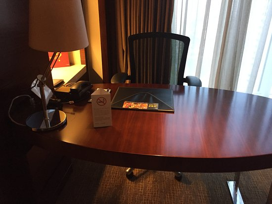 Sheraton Shanghai Hongkou Hotel: Work Table and Desk Chair.