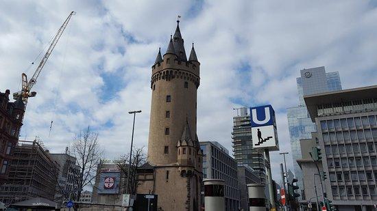 Eschenheimer Turm Cafe: Great cafe.