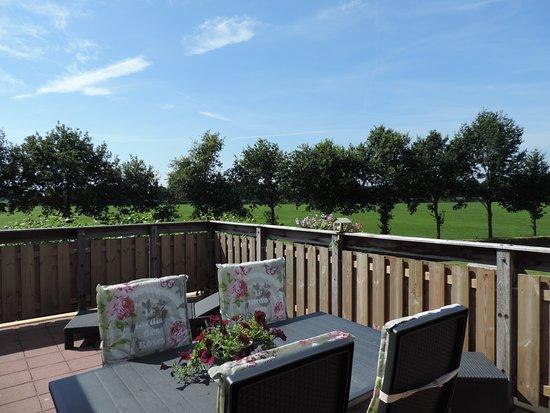 Hoonhorst, Países Baixos: Uitzicht vanaf balkon/terras.