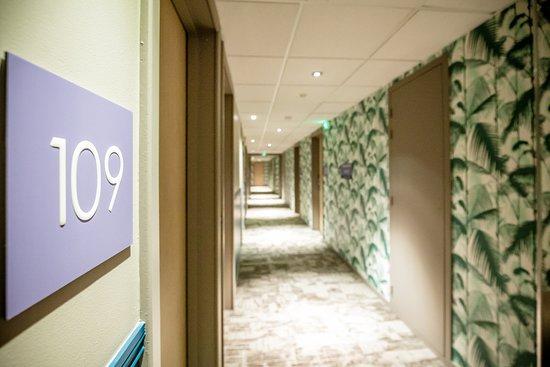 Best Western Plus Vannes Centre Ville: Couloirs hôtel BEST WESTERN PLUS Vannes centre-ville