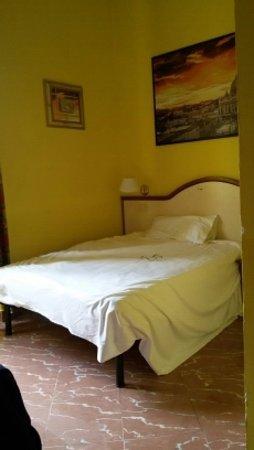 Hotel Lella : новая кровать