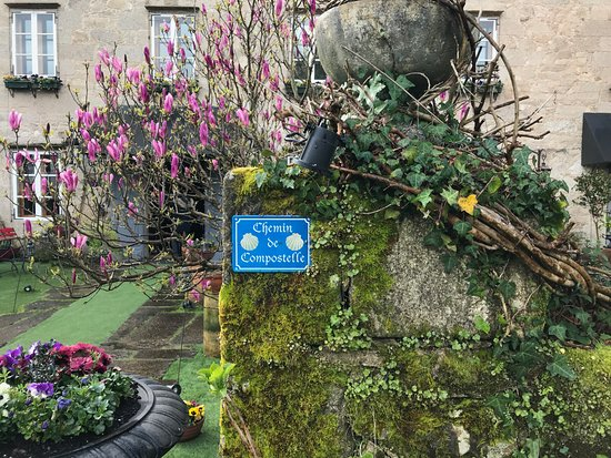Hotel Spa Relais & Chateaux A Quinta da Auga : Jardin menant à la réception