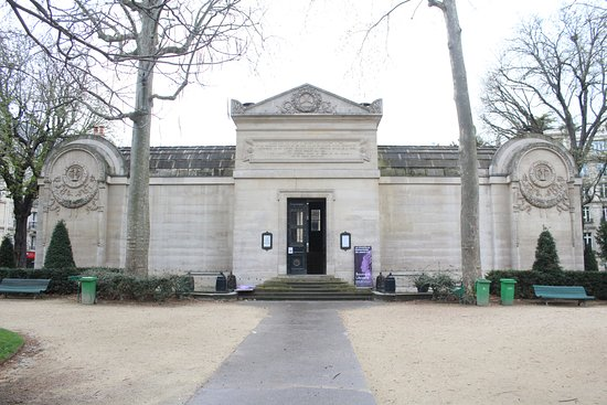 Chapelle Expiatoire: The entrance to the chapel.