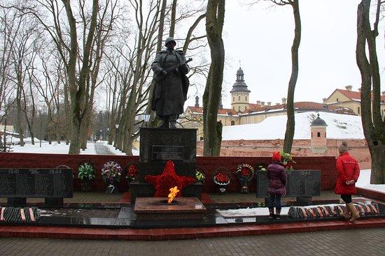 Nesvizh, Bielorrússia: Памятник героям Великой Отечественной Войны