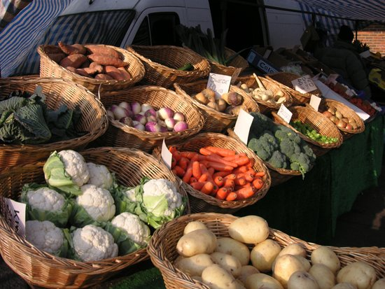 Bovingdon, UK: Fresh produce every Saturday