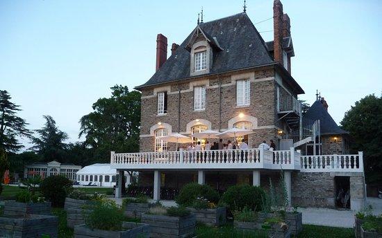 Sainte-Luce-sur-Loire, France: terrasse extérieur manoir