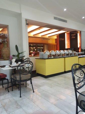 Tai-Pan Hotel: 20180330_080224_large.jpg