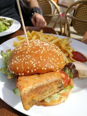 Eckstein: hamburger con salmone