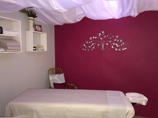 Amala Mage Gifts S Room Showing The Contrasting Pink And Grey Walls